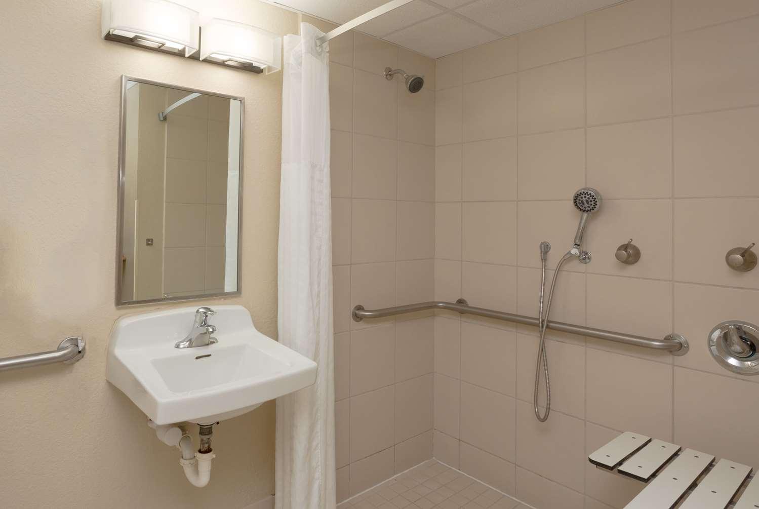 Room - Baymont Inn & Suites Bonita Springs