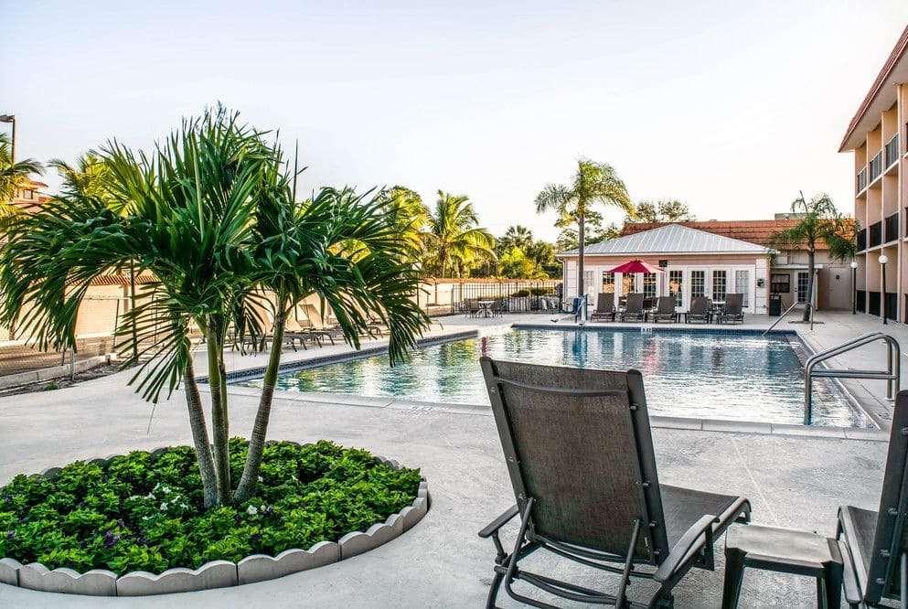 Pool - Baymont Inn & Suites Bonita Springs