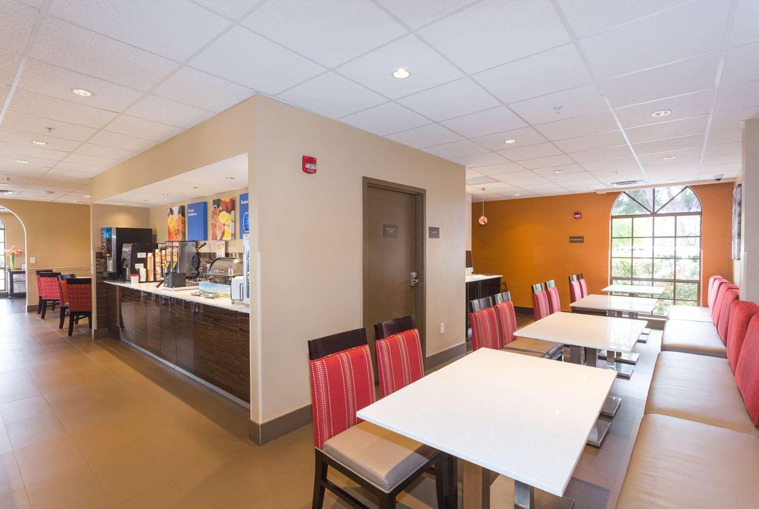Restaurant - Baymont Inn & Suites Bonita Springs