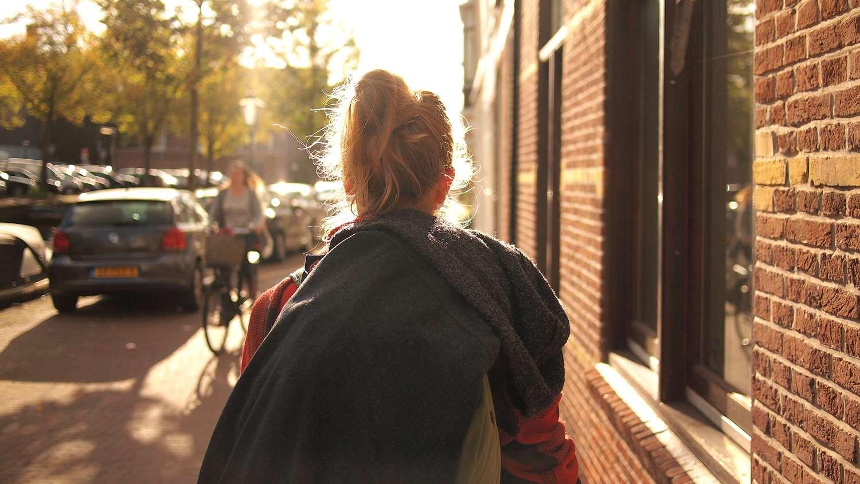 NewBrand balade ville femme ruelle experience