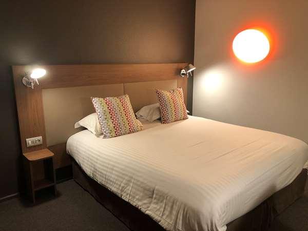 Hotel CAMPANILE CHARTRES CENTRE - Gare - Cathédrale - Superior Room