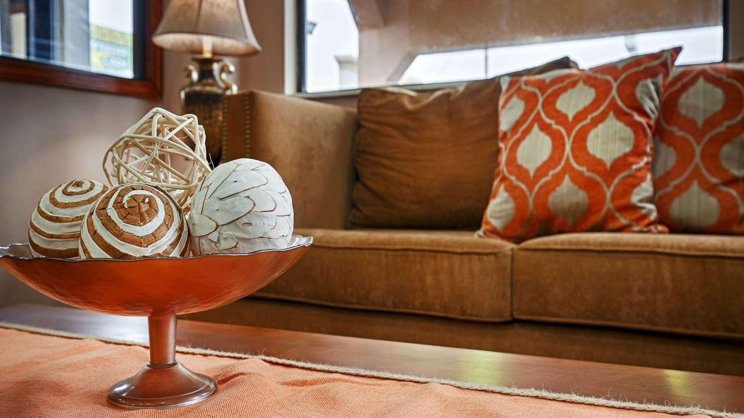 Lobby - SureStay Hotel by Best Western Jackson