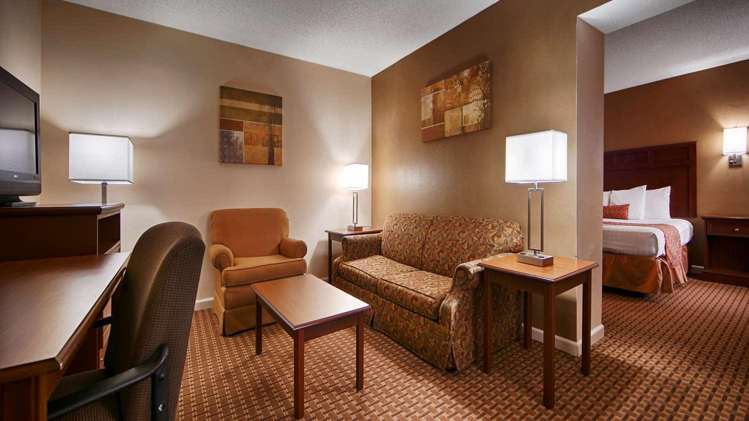 Suite - SureStay Hotel by Best Western Jackson