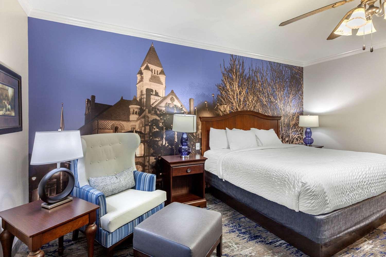 Room - Clarion Inn Sulphur Springs