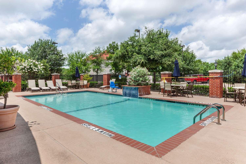 Pool - Clarion Inn Sulphur Springs