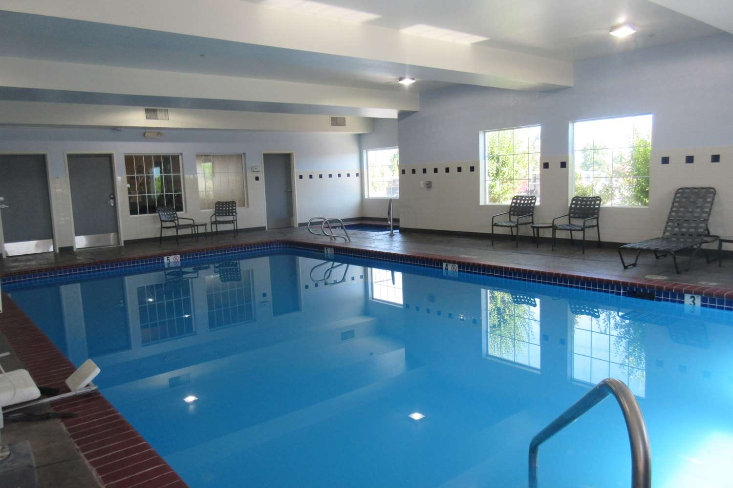 Pool - Best Western Crater Lake Highway White City Hotel