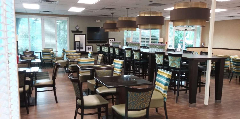 Restaurant - SureStay Plus Hotel by Best Western Clearwater Central