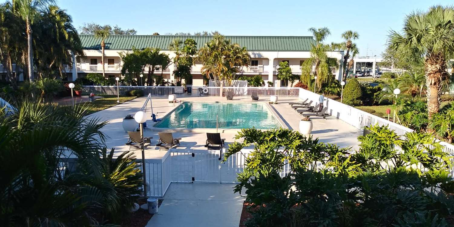 Pool - SureStay Plus Hotel by Best Western Clearwater Central
