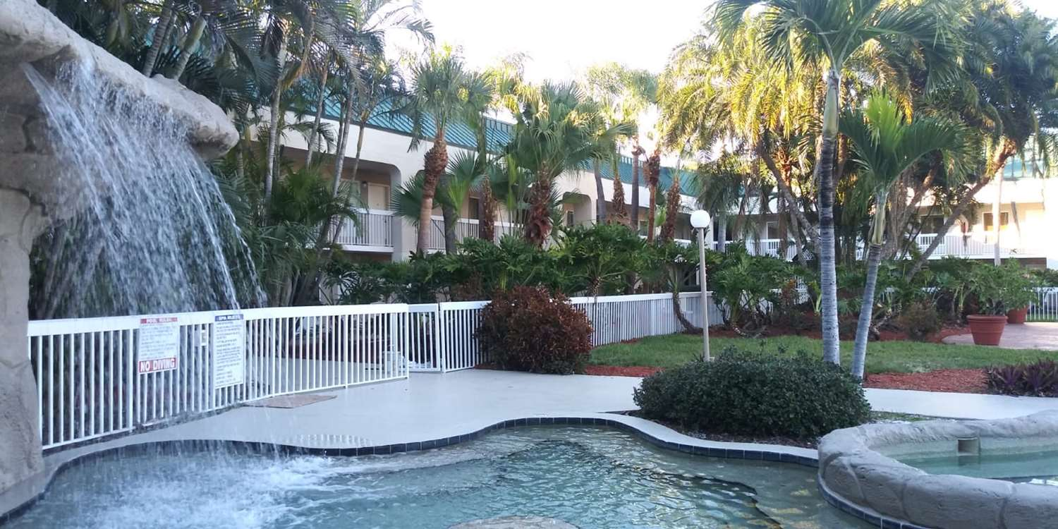 Spa - SureStay Plus Hotel by Best Western Clearwater Central