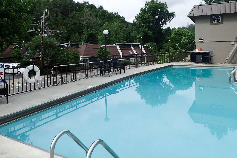 Pool - Clarion Inn Gatlinburg