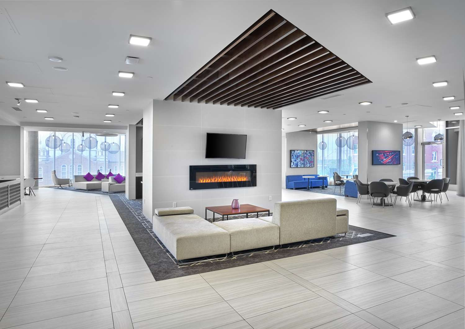 Lobby - DoubleTree by Hilton Hotel Downtown Edmonton