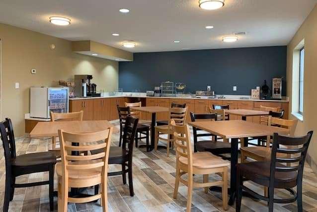 Restaurant - AmericInn Prairie du Chien