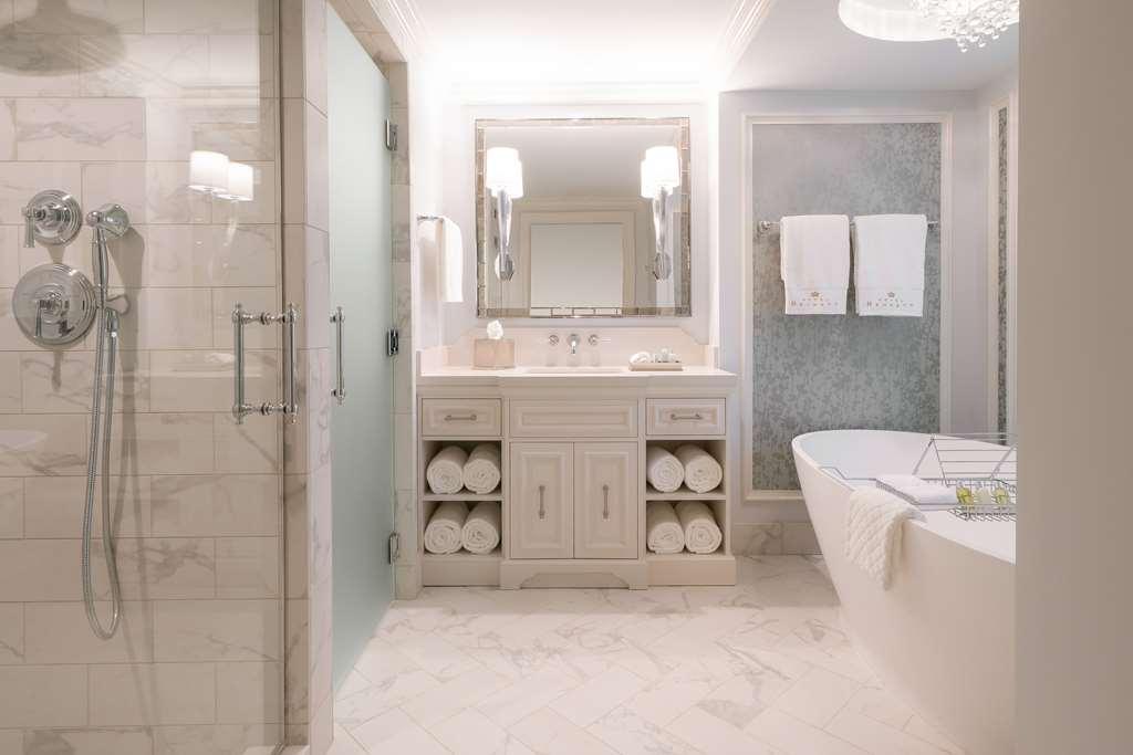 Premier King Bathroom Angle
