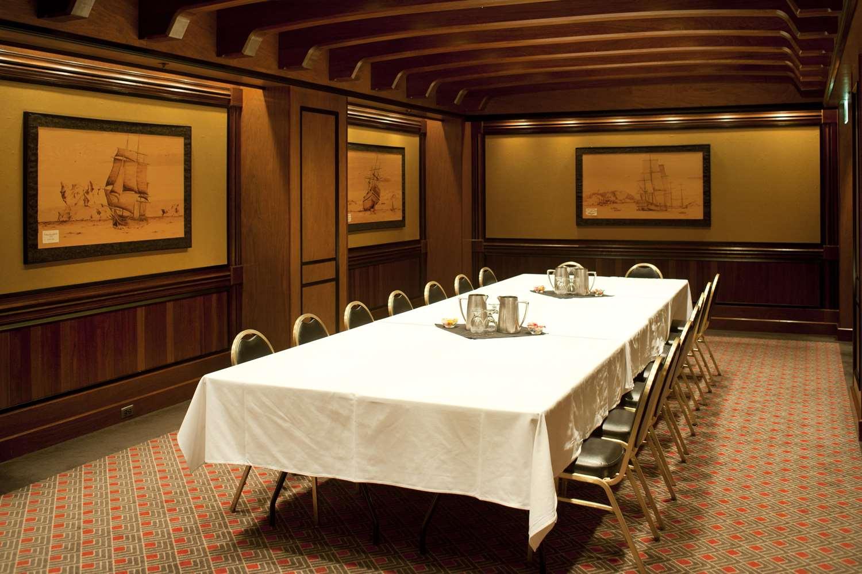 Room - Hotel Captain Cook Anchorage