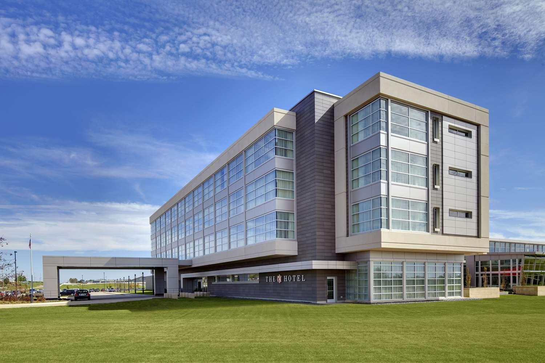 Exterior view - Hotel at Kirkwood Center Cedar Rapids