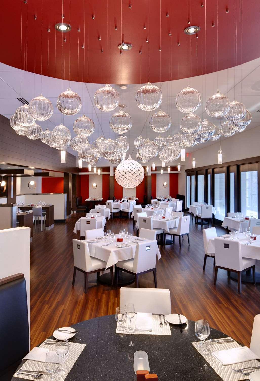 Restaurant - Hotel at Kirkwood Center Cedar Rapids