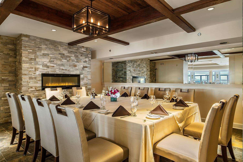 Restaurant - Waters Edge Resort & Spa Westbrook