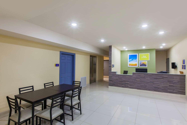 Lobby - Days Inn Airport Baton Rouge