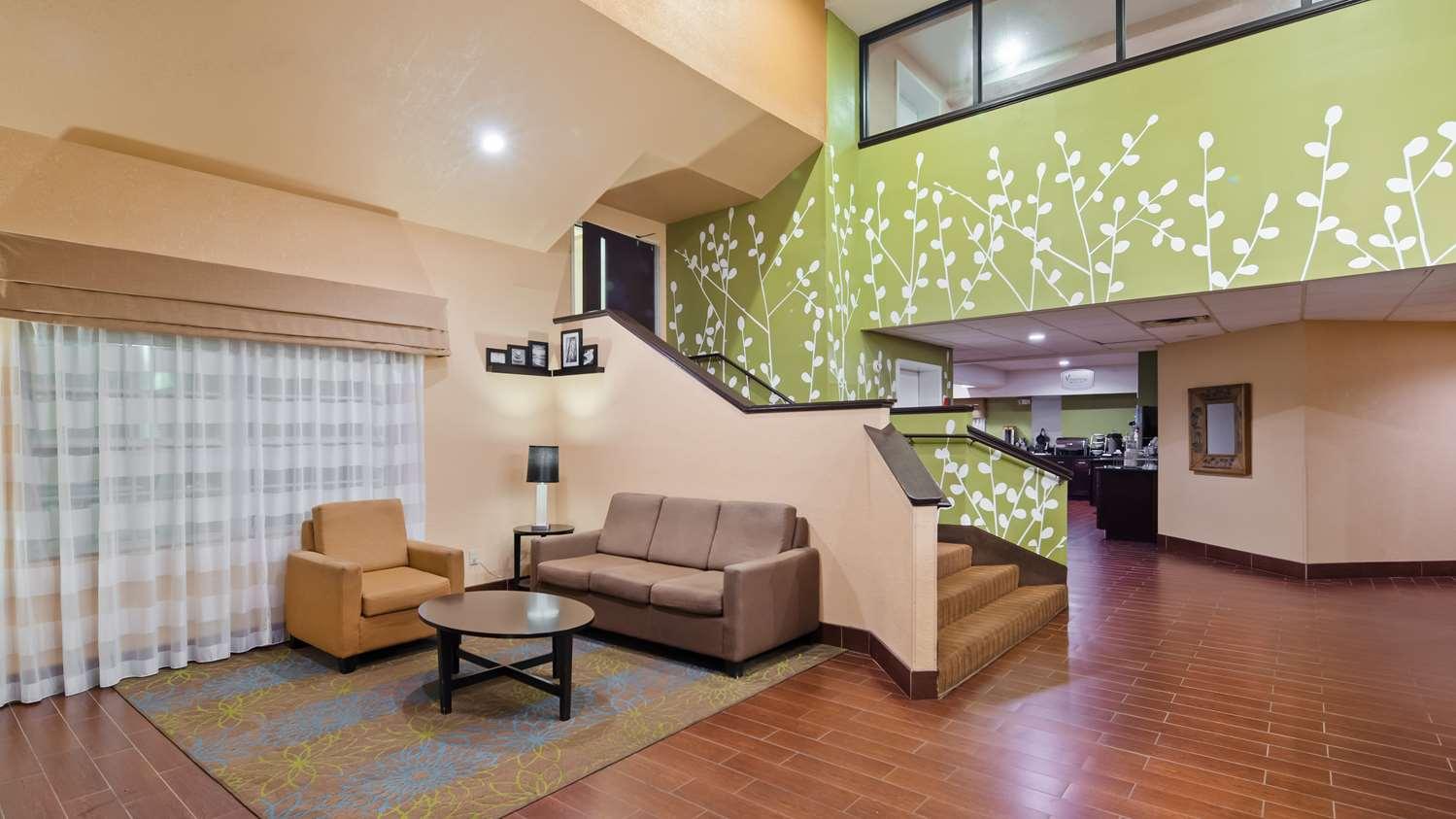 Lobby - SureStay Plus Hotel by Best Western Macon