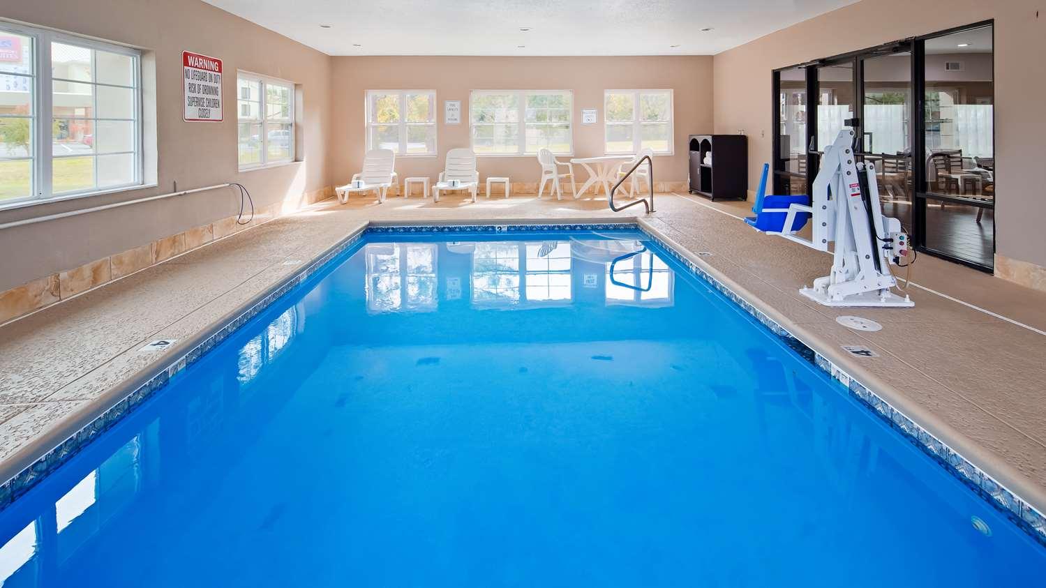 Pool - SureStay Plus Hotel by Best Western Macon