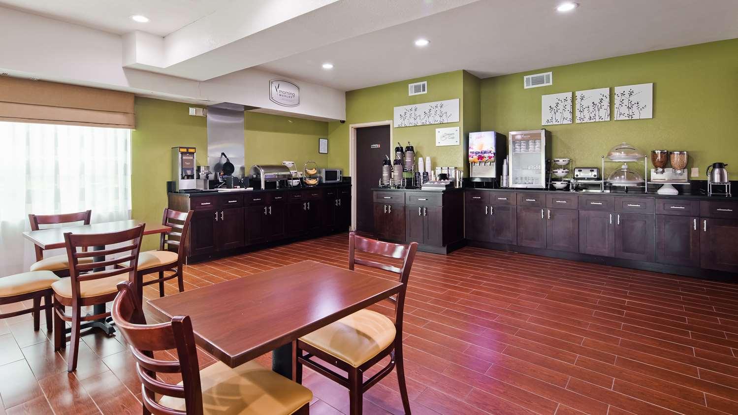 Restaurant - SureStay Plus Hotel by Best Western Macon