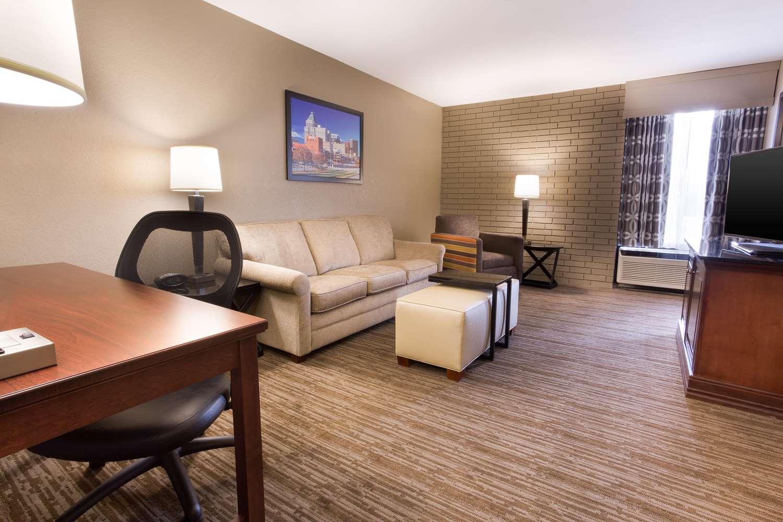 Room - Drury Inn & Suites Greensboro