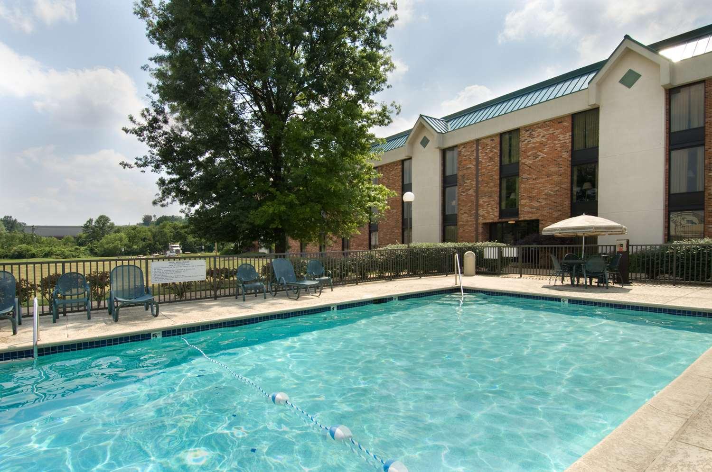 Pool - Pear Tree Inn Fenton