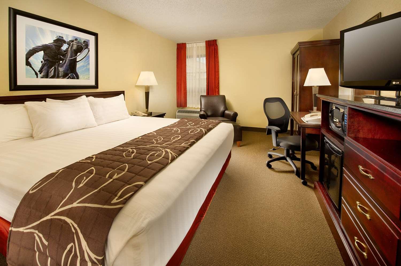 Room - Drury Inn & Suites St Joseph
