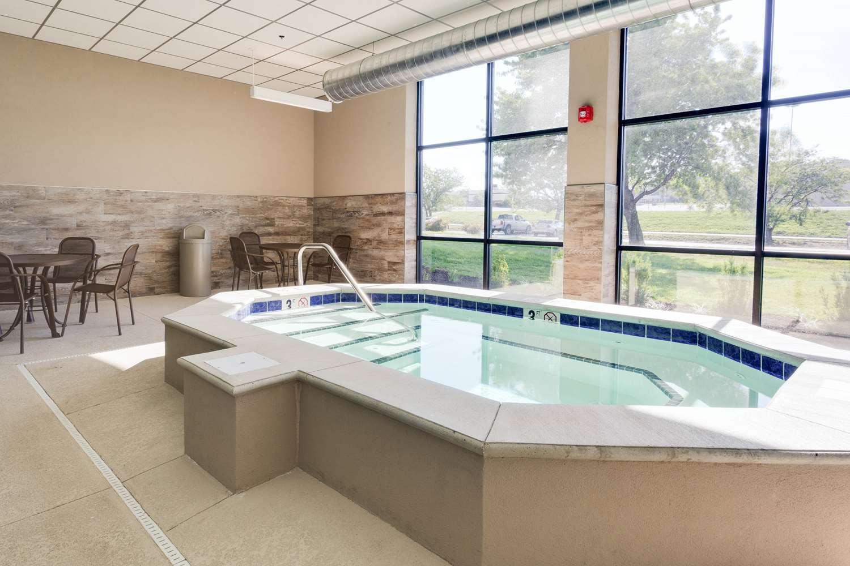 Pool - Drury Inn Merriam