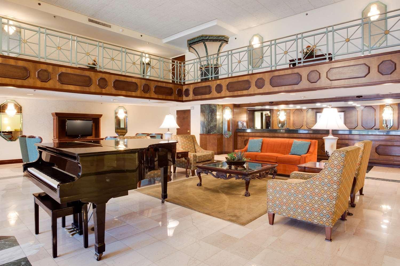 Lobby - Drury Inn & Suites Convention Center St Louis