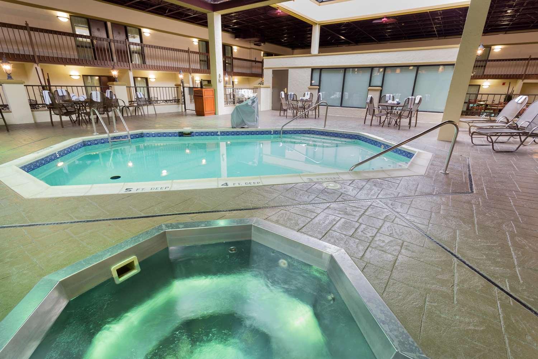 Pool - Drury Inn & Suites Convention Center St Louis