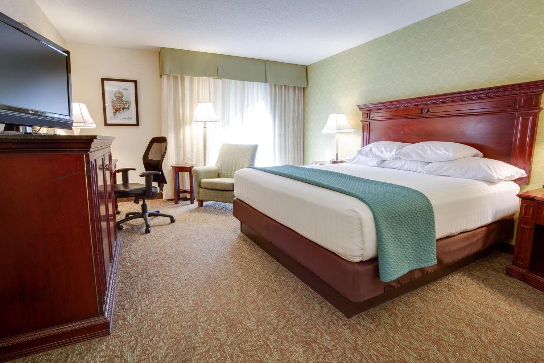 Room - Drury Inn & Suites Convention Center St Louis