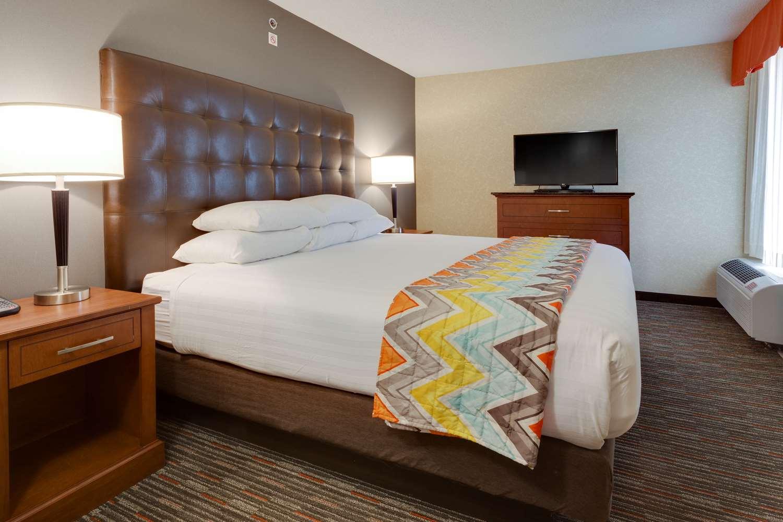 Room - Drury Inn Columbia