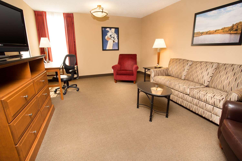 Room - Drury Inn & Suites Springfield