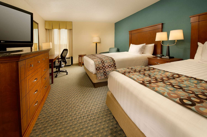 Room - Drury Inn & Suites St Peters