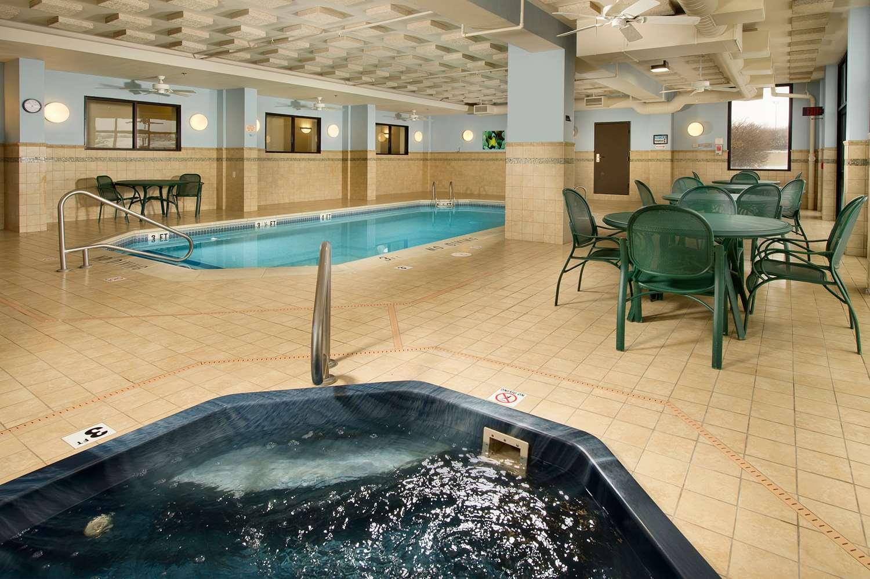 Pool - Drury Inn & Suites St Peters