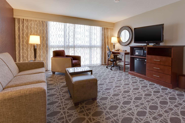 Room - Drury Inn & Suites Overland Park