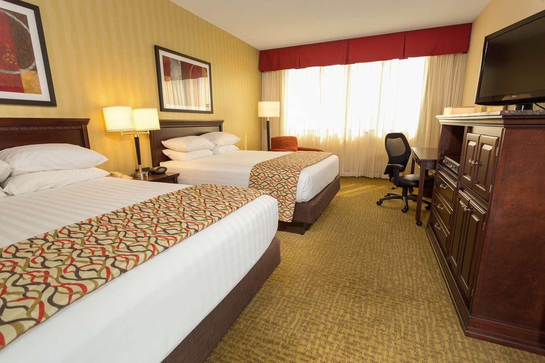 Room - Drury Inn & Suites Convention Center Columbus