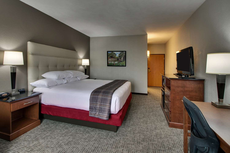 Room - Drury Inn & Suites Northwest San Antonio