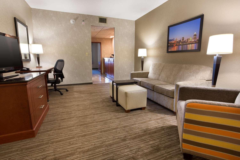 Room - Drury Inn & Suites Sharonville