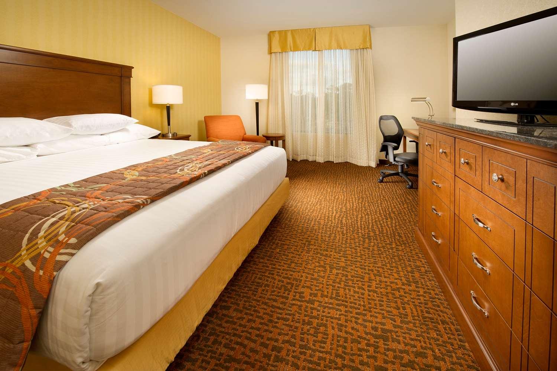 Room - Drury Inn & Suites Valdosta
