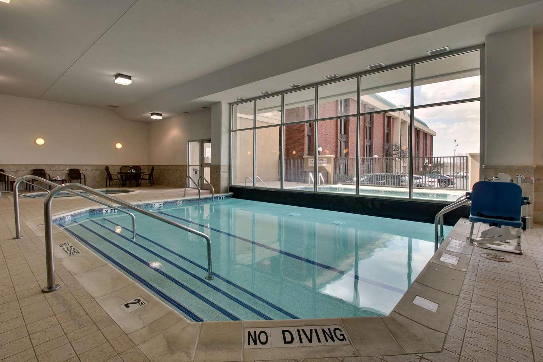 Pool - Drury Inn & Suites Arnold