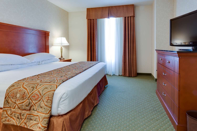 Room - Drury Inn & Suites Blue Springs