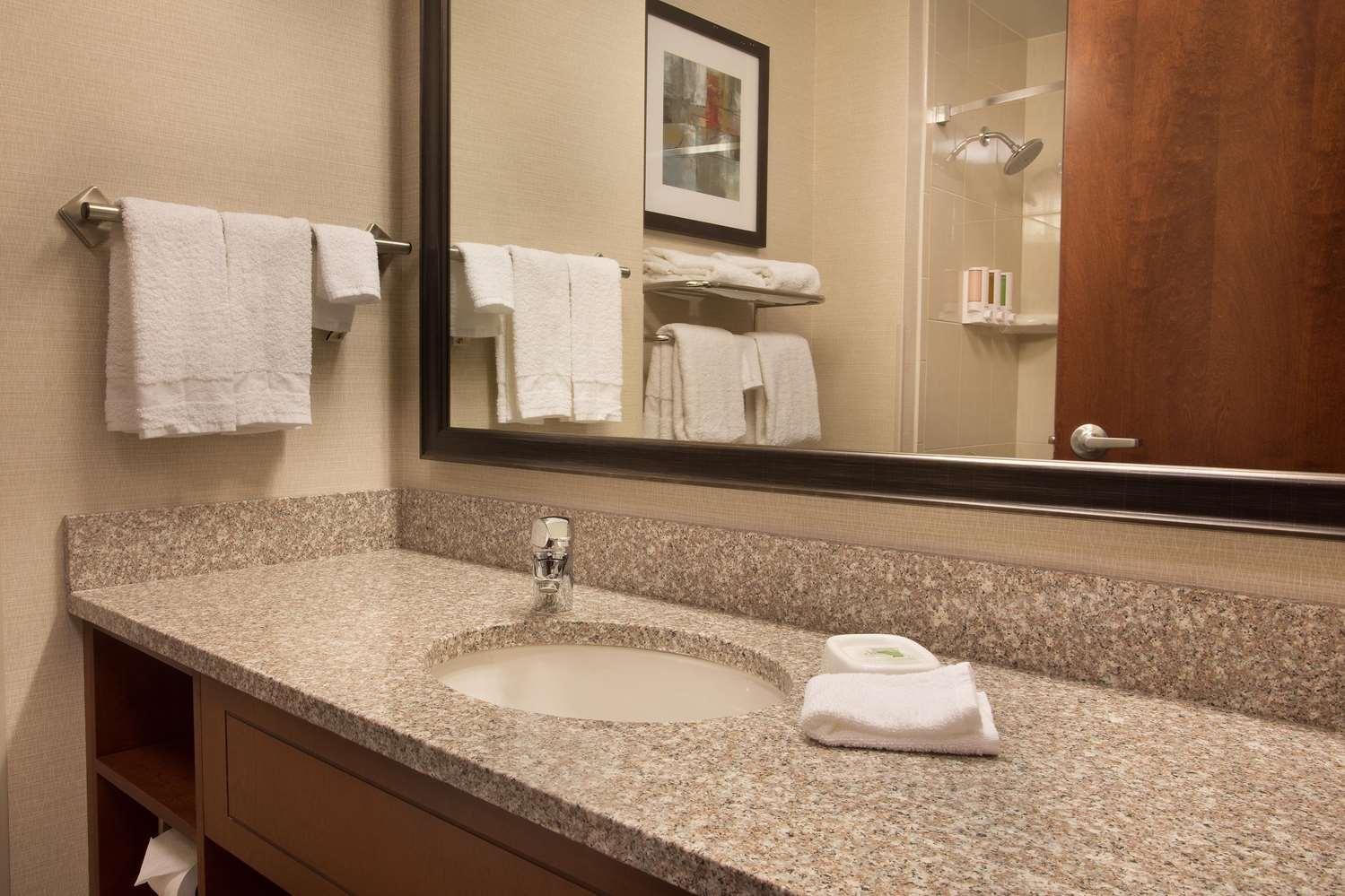 Room - Drury Inn & Suites Stapleton Denver