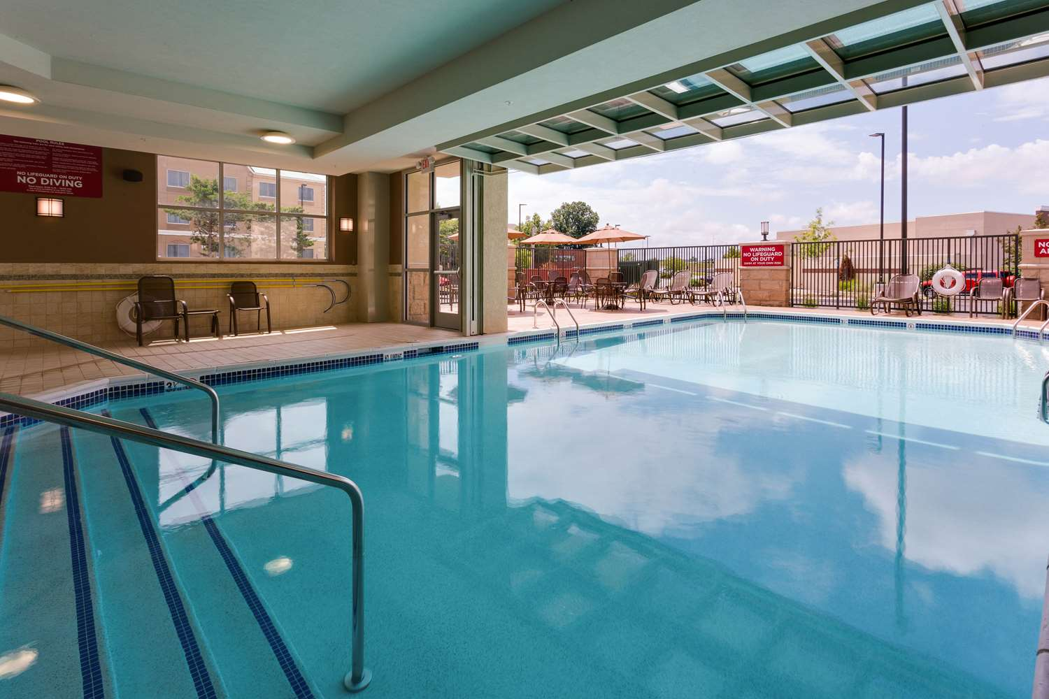 Pool - Drury Plaza Hotel East Columbia