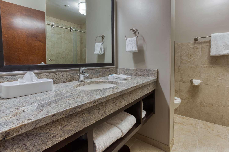 Room - Drury Inn & Suites Huntsville