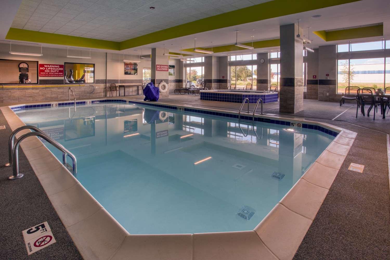 Pool - Drury Inn & Suites Huntsville