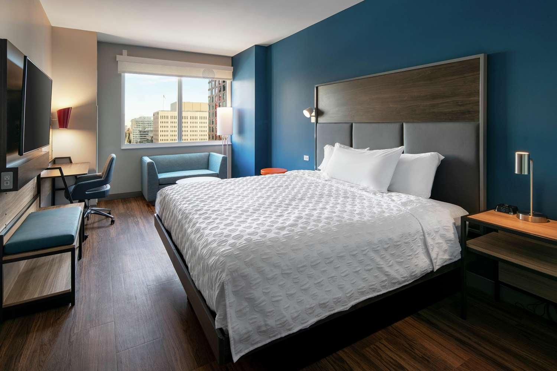 Room - Tru by Hilton Hotel & Convention Center Downtown Denver