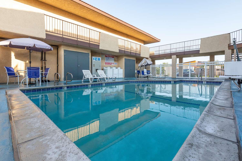 Pool - Signature Hotel Maingate Anaheim