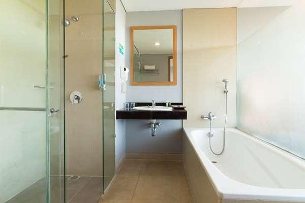 Hotel Kyriad Royal Seminyak Bali - Suite 1 King and 1 Single Beds